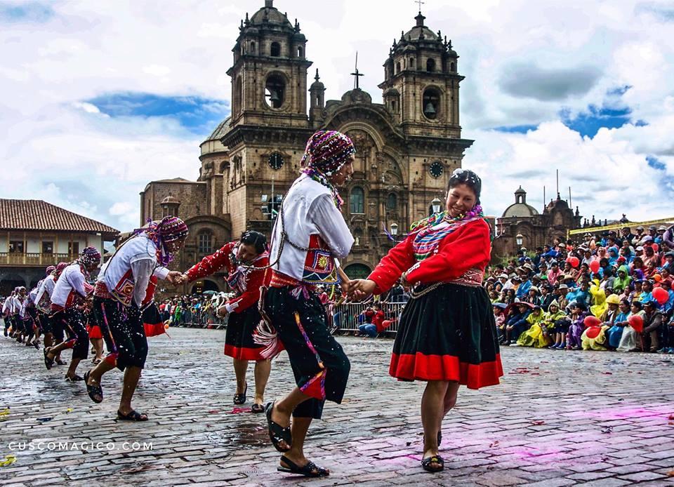 Danses durant le carnaval à Cuzco. Crédit photo: cuscomagico.com