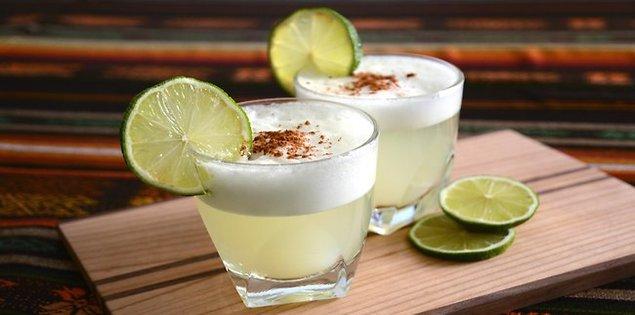 Pisco Sour, cocktail à base de Pisco (eau de vie de raisin).