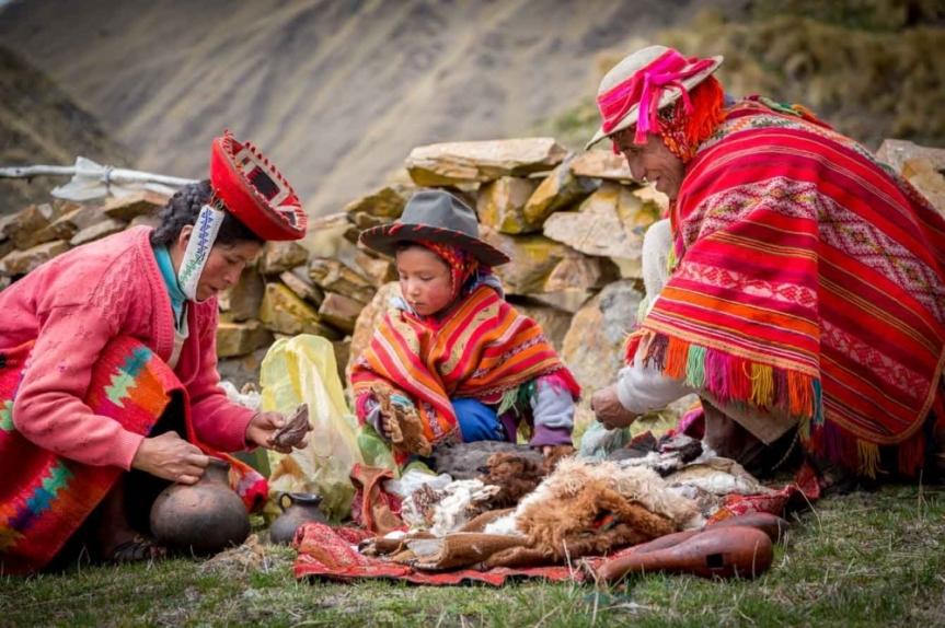 """Famille de la communauté """"Qeros"""",  derniers descendants des Incas, région de Cuzco."""