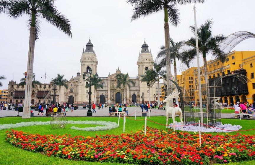 Plaza de Armas et Cathédrale à Lima.
