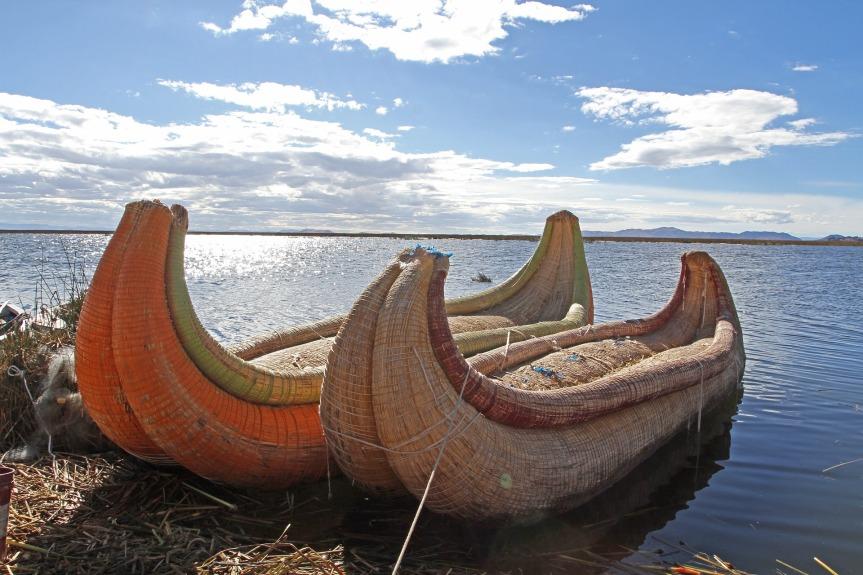 """Barques en """"Totora"""" des indiens Uros, lac Titicaca."""