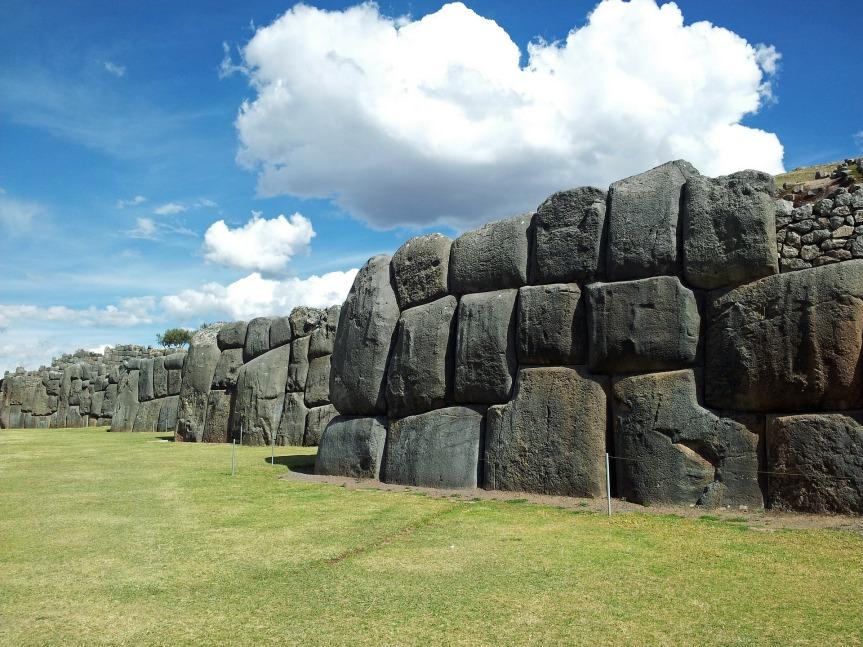 Les mystérieux blocs mégalithiques de la forteresse de Sacsayhuaman. Cuzco.