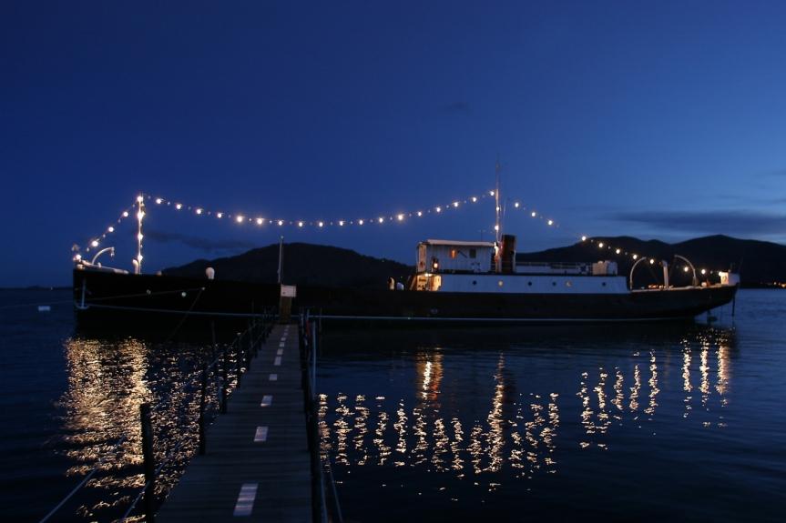 Navire transformé en hôtel sur le lac Titicaca.