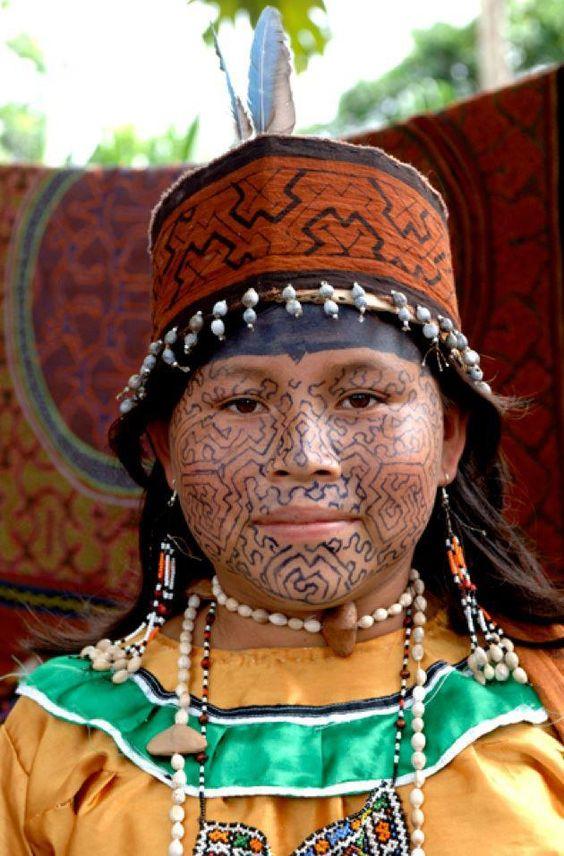 Femme de la communauté Shipibo-Conibo de Ucayali, Amazonie.