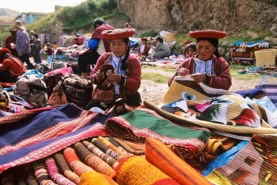 Un marché artisanal à Chinchero (Cuzco)