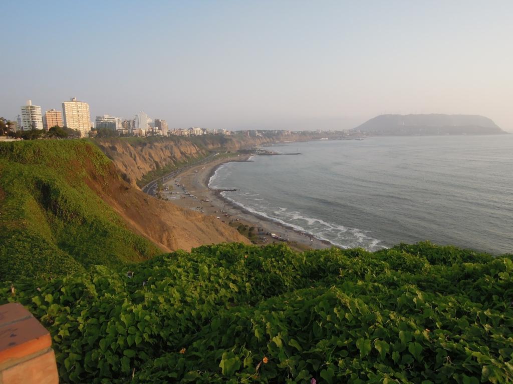 Front de mer en été à Miraflores, Lima