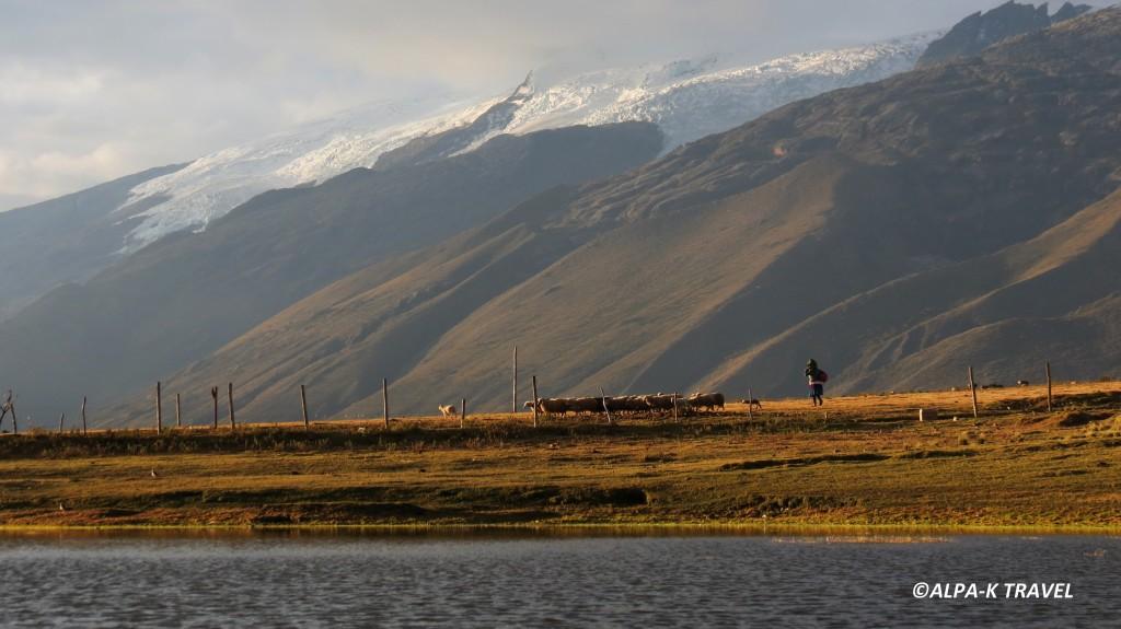Paysage dans la Cordillère Blanche. Trek Pérou.